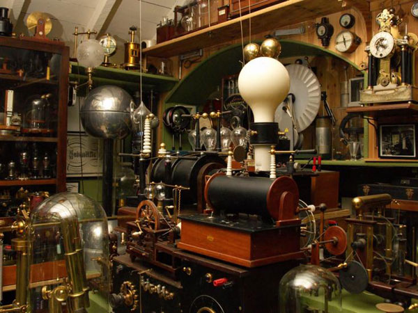 15 Breathtaking Examples Of Steampunk Interior Design